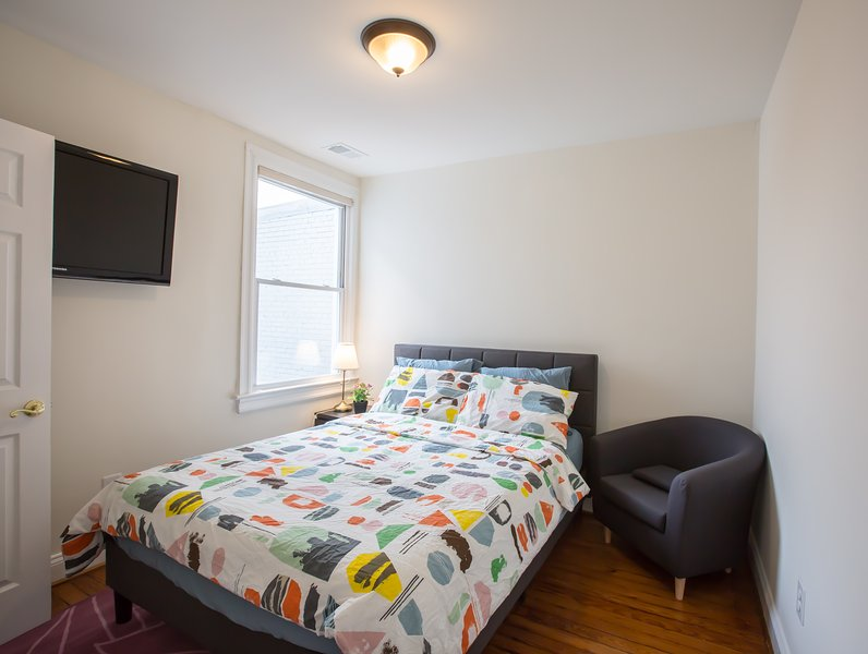 PRIVATE BEDROOM & BATHROOM,3-min to METRO; 10mins to DOWNTOWN DC/CONVENTN CENTER, casa vacanza a Distretto di Columbia