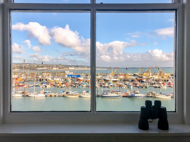 WESTCLIFF harbour-side cottage, coastal views, pets welcome, parking in Newlyn, alquiler vacacional en Penzance