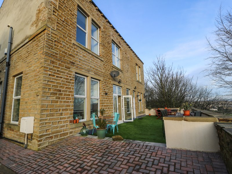 One Eight Three Guest Cottage, charming interior, ideal base for touring, near, holiday rental in Ripponden