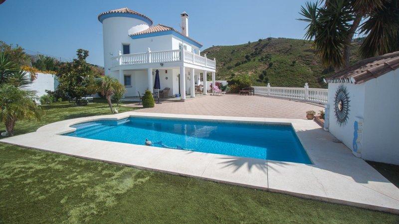 Villa Tatjana Estepona Costa del Sol, vacation rental in Cancelada