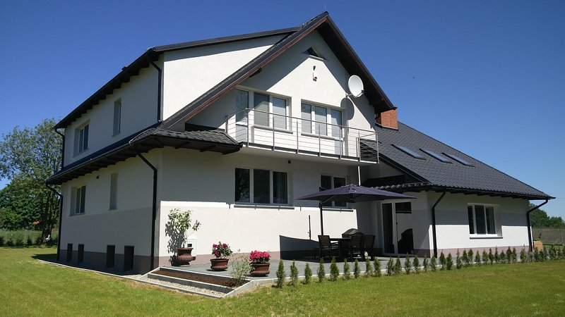 Ruhige, komfortable und grosse Wohnung (62 m2), holiday rental in Western Poland
