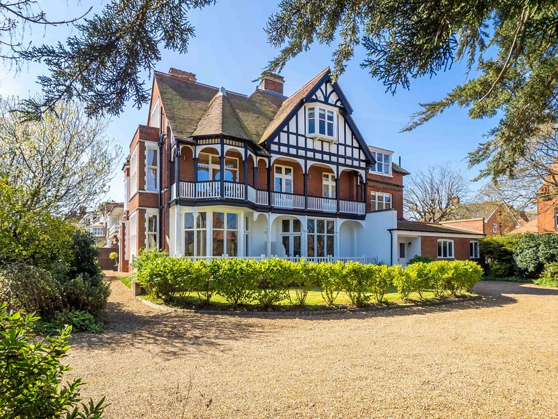 Tudor Villas a stunning period property on Cromer's best Road plus within 400m of the beach and town