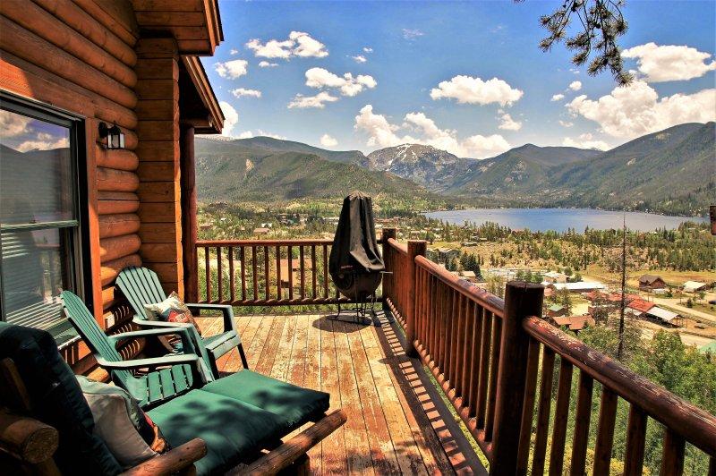 Fantastisk utsikt över Grand Lake och Rocky Mountain National Park