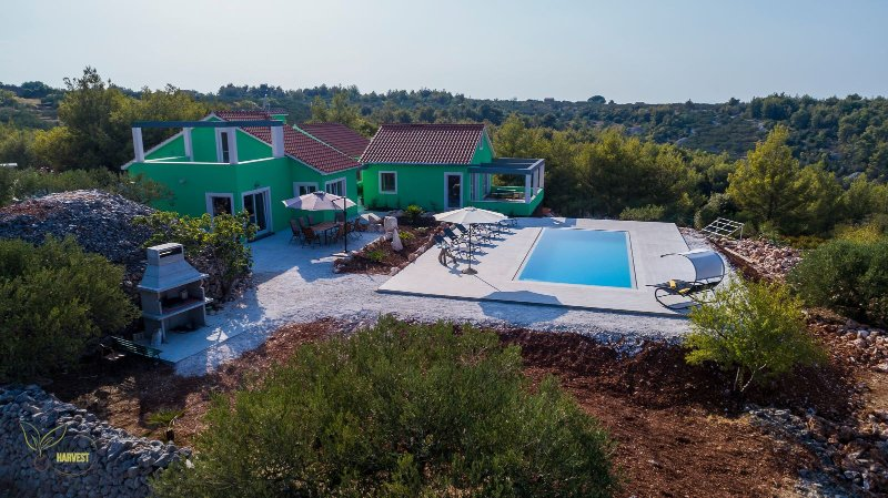 VILLA OLIVE HARVEST spacious Family Villa with an Authentic Mediterranean  Charm, vacation rental in Sutivan