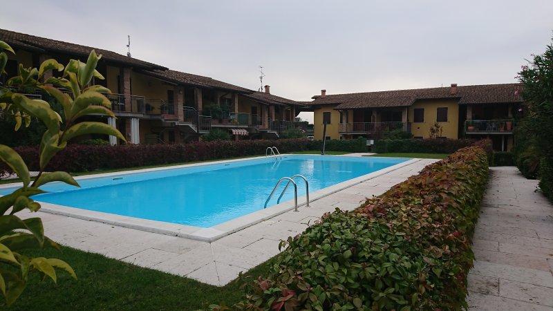 APPARTAMENTO RELAX in residence con piscina in ottima location collinare., vacation rental in Valeggio Sul Mincio