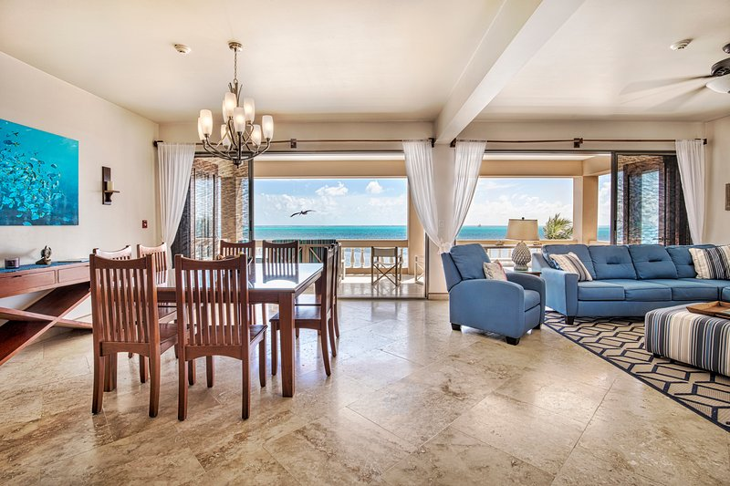 Open-concept living/dining with fully retractable glass doors to the spacious oceanfront balcony!