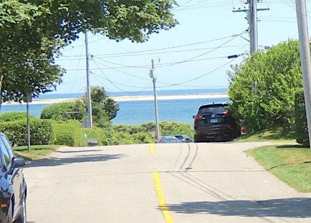 Vista del puerto de Chatham directamente en frente de la casa. Así de cerca estás del agua.