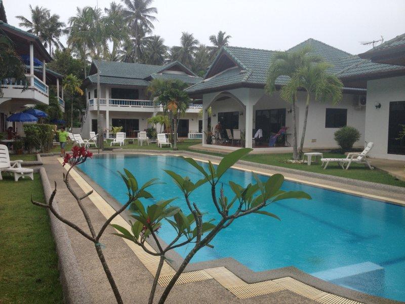 A bordo piscina a Paradise Beach Resort Ya Nui 2