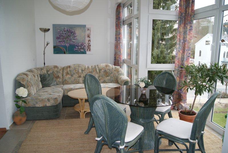 82 qm Ferienwohnung direkt am Rosengarten Bad Elster *Haus Parzival* 2.OG, holiday rental in Arzberg