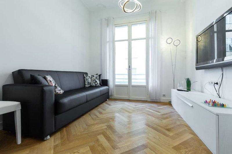 sala de estar con sofá-cama, TV y wi fi