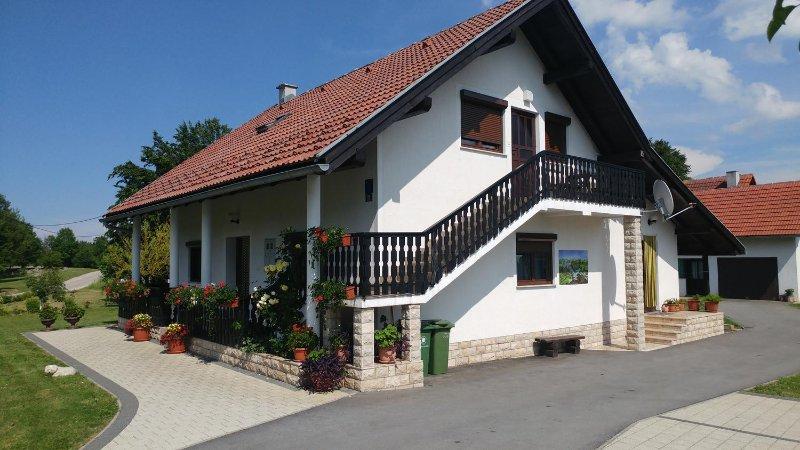Three bedroom apartment Smoljanac, Plitvice (A-14657-a), Ferienwohnung in Smoljanac