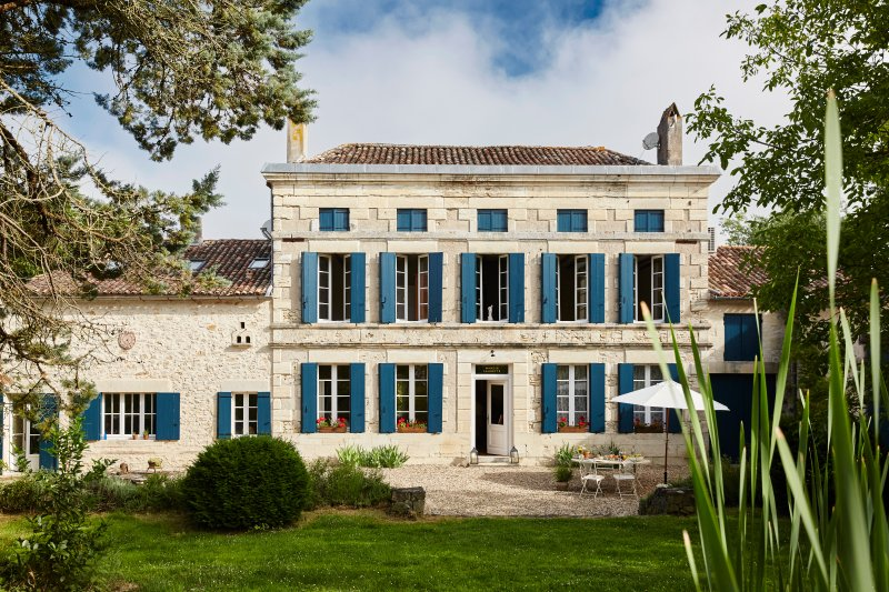 MANOIR LAURETTE Bed and Breakfast, vacation rental in Gironde