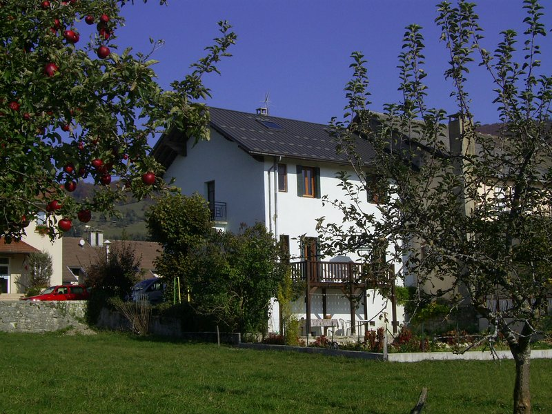 Fantastic House in Small Mountain Village, holiday rental in Hotonnes
