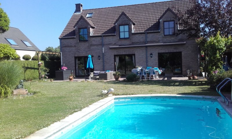 Access garden and pool in summer