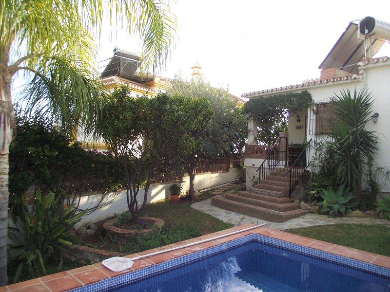 Pool und Terrasse auf der Rückseite