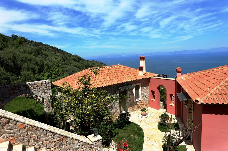 DIO GUESTHOUSES - PRASTOS 3 B/R VILLA WITH PRIVATE GARDEN, holiday rental in Tyros