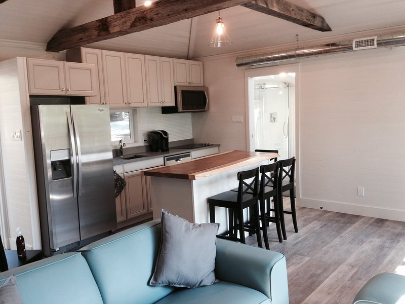 Watermark Luxe Waterfront Cottages - Skye, vacation rental in Seeley's Bay