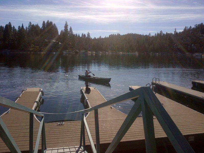 Lake Arrowhead está chamando ... 17' canoa com etiquetas