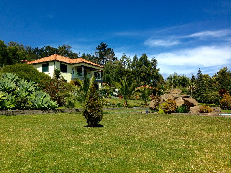 Spacious Villa  ideal for a Family Holiday or Group Vacation.  Close to amenities & attractions.
