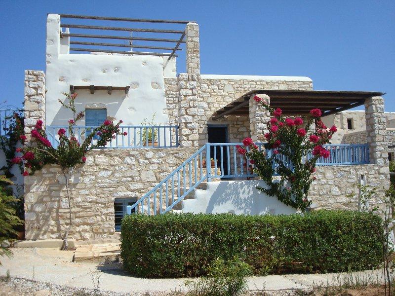 Sand Key Villa 1 - Beautiful cycladic residence at Paros prime location, aluguéis de temporada em Santa Maria