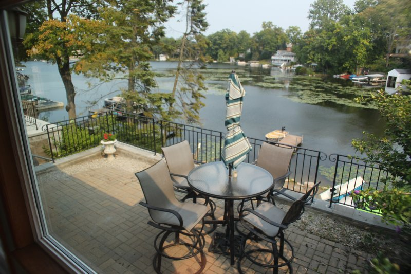 Shorewood Lake Orion Getaway Has Balcony and DVD Player