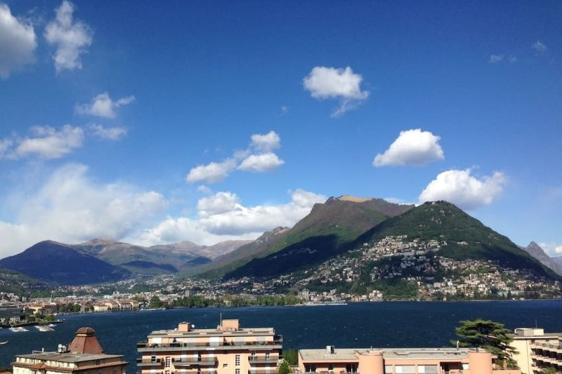 stunning triplex with view on the lake, location de vacances à Lugano