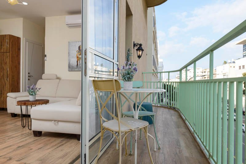 Ben Yeuda near Hilton.Beach and port of Tel Aviv, vacation rental in Tel Aviv