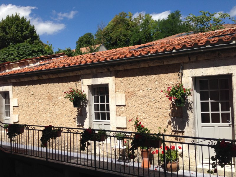 Riberac town centre eco loft, holiday rental in Saint-Victor