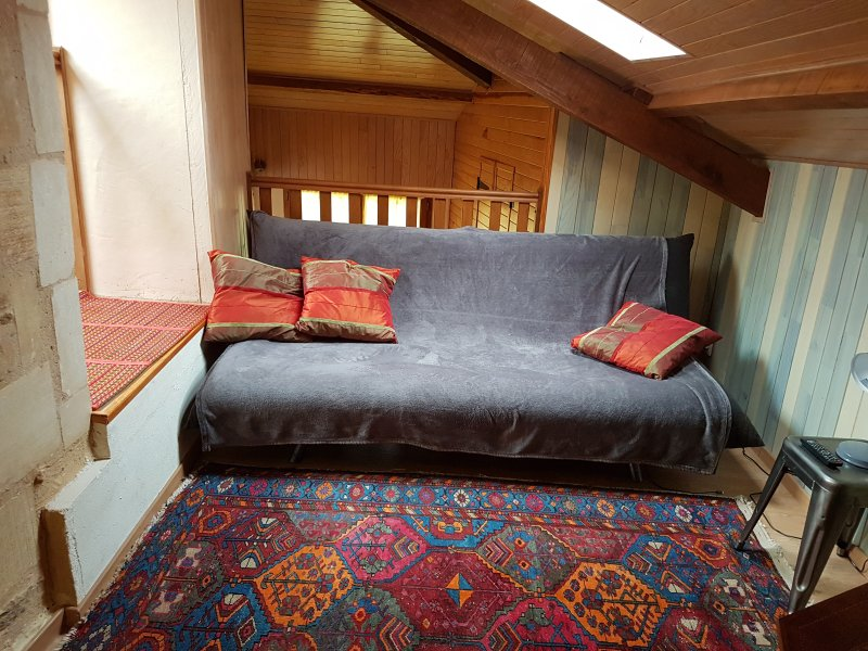 Vivere-TV in soppalco, con divano letto per due persone