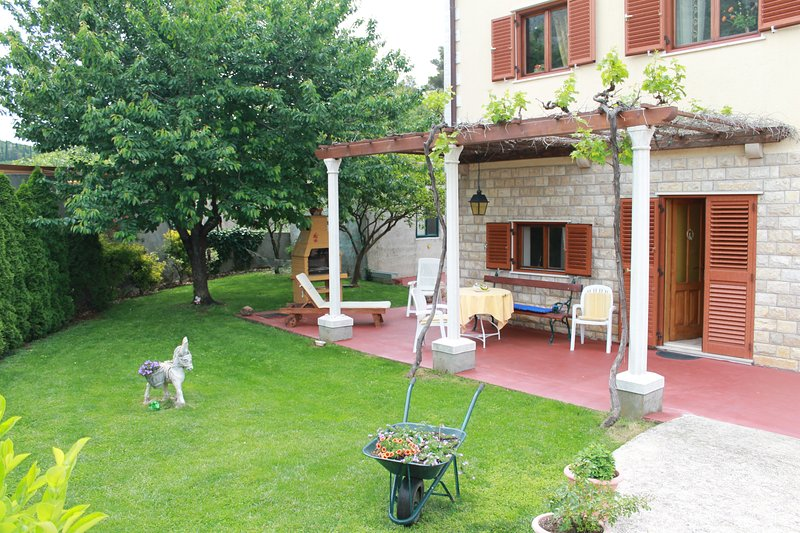 Terrace with garden area
