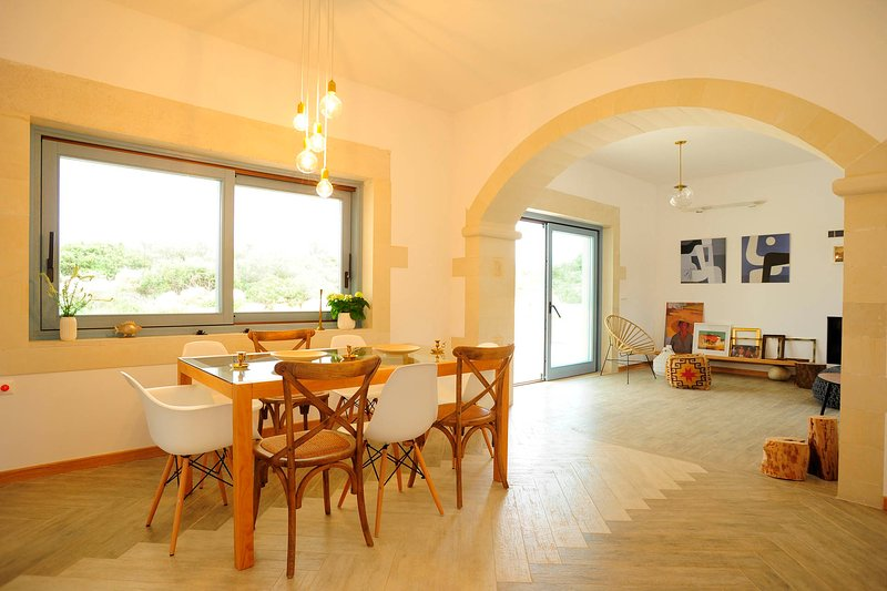 The dining area is suitable for 10 guests.