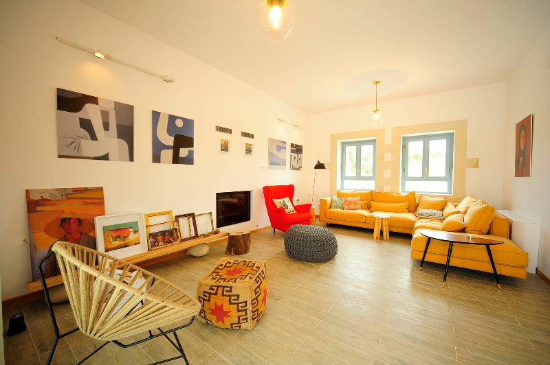 The living area is ideal for relaxation and serenity.
