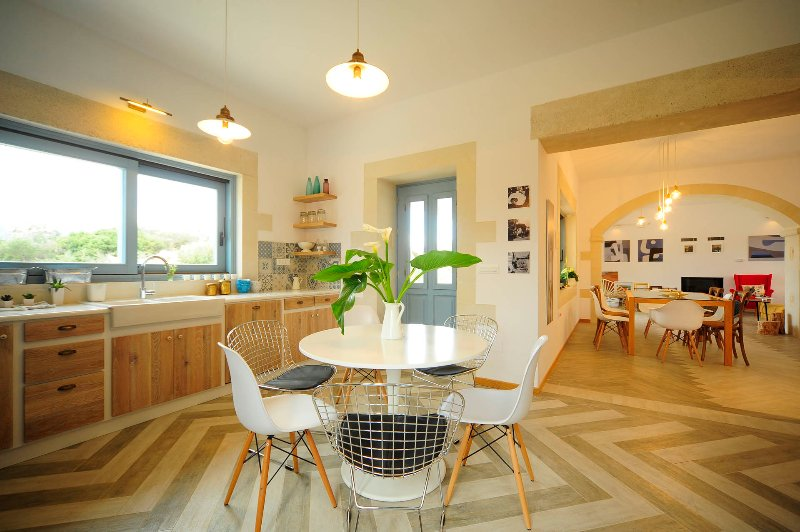 Spacious kitchen to prepare the meals for family or friends.