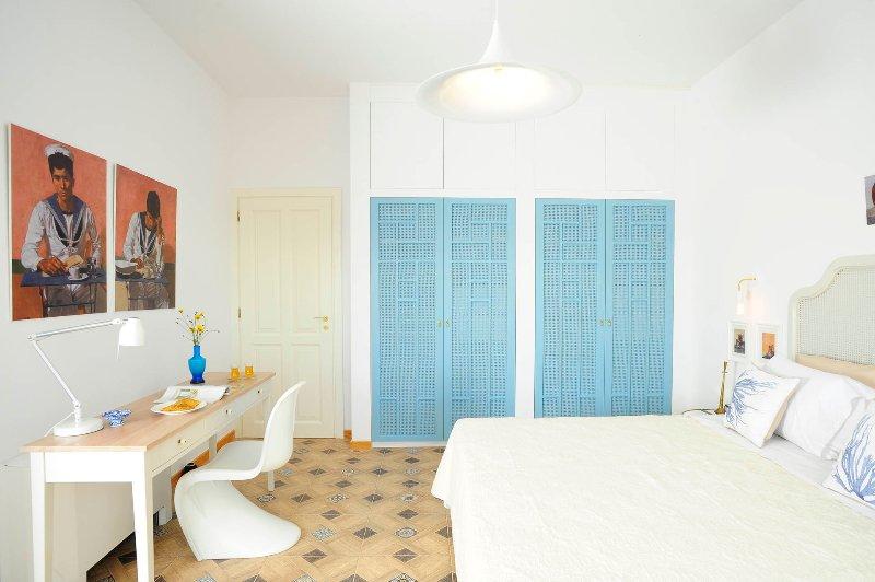 Bedroom with Queen size bed and en-suite bathroom.