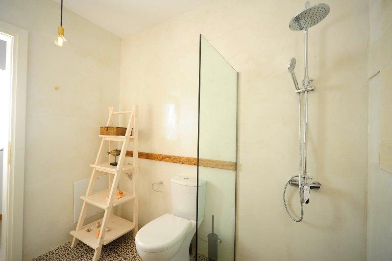 Bath amenities are provided.
