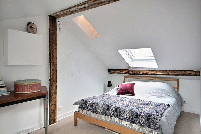 Sovrum 1: är utrustad med: dubbelsäng (1.40m), inbyggd vägg garderob, heltäckningsmatta golv.