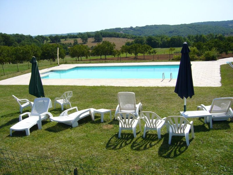 Beautiful house with pool access, location de vacances à Cazals