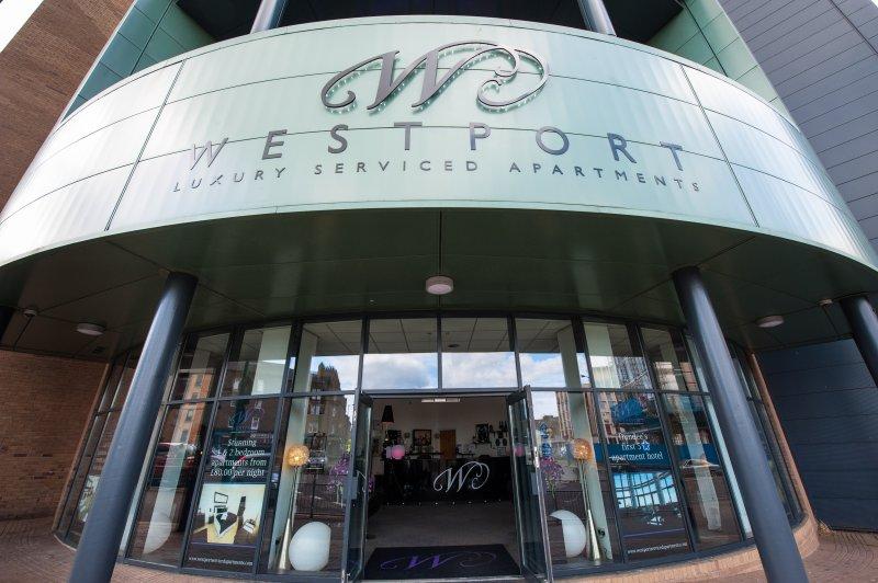 Westport Luxury Serviced Apartments with parking, location de vacances à Abernyte