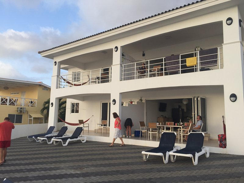 Romantic Oceanfront Apartment C, holiday rental in Sabana Westpunt