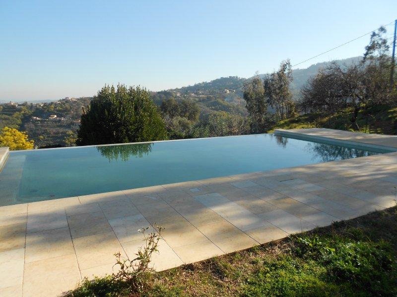 Rez-de-villa dans belle propriété avec piscine à  débordement VUE MER