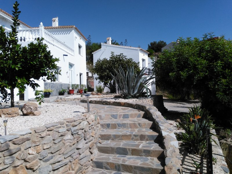 Discover the real Spain in lovely modern villas in the mountains of Andalucia, aluguéis de temporada em Bedar
