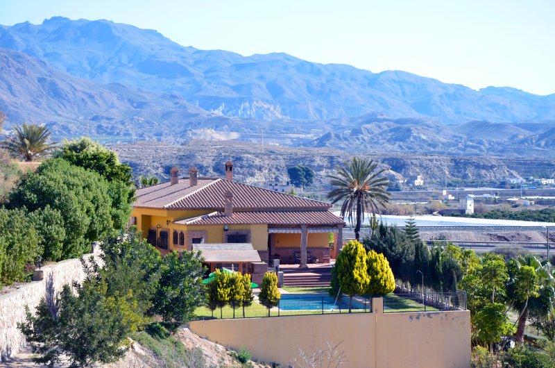 Villa El Capricho de Maria, holiday rental in Benahadux