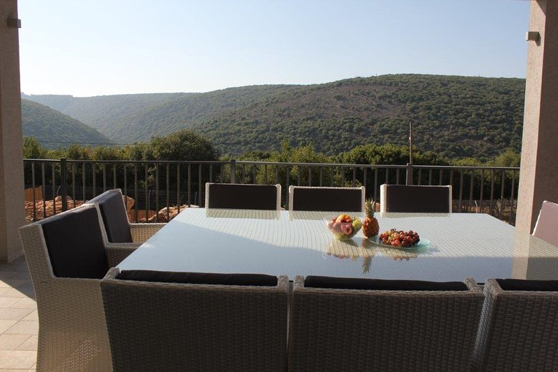 Habait be Shomera - air & atmosphire- west Galil הבית בשומרה, vacation rental in Mi'ilya