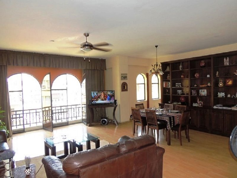 Living and Dining area. Ceiling fans, Flat Screen TV, internet