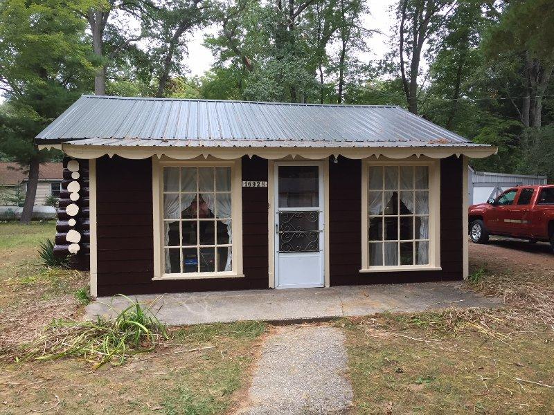 Mignon 2 Chambre 1 salle de bain Log Cabin construit en 1935!