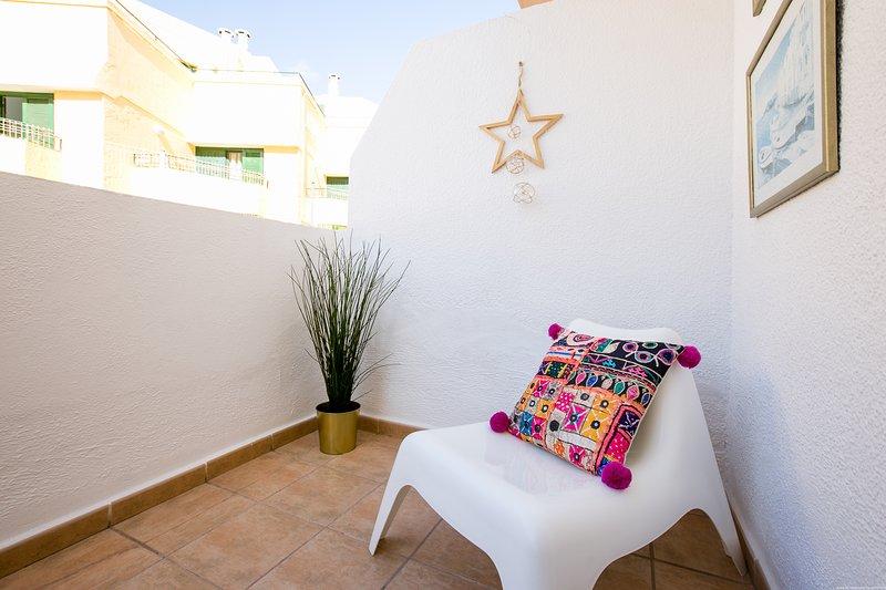 Cozy holiday in Heart of Las Americas with WIFI, aluguéis de temporada em Playa de las Américas