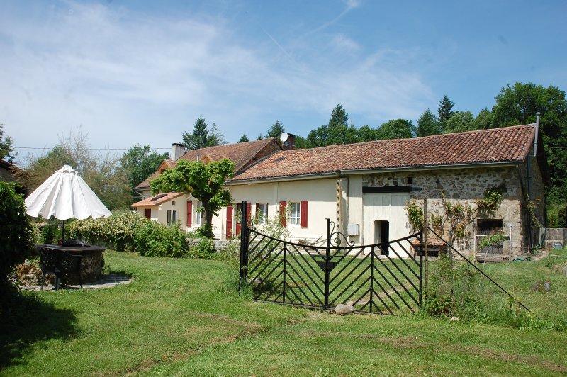 Neil's Farmhouse Gite & Gardens, holiday rental in Cussac