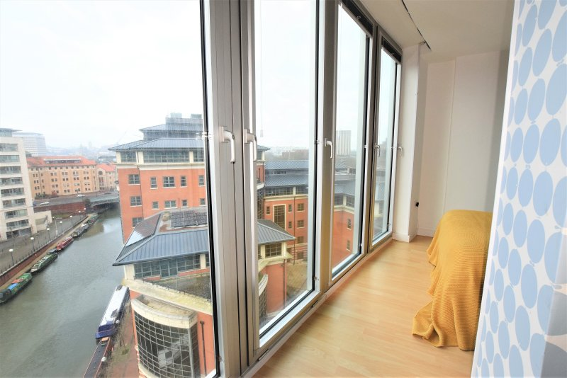The View - 2 minute walk to the Train station, holiday rental in Filton