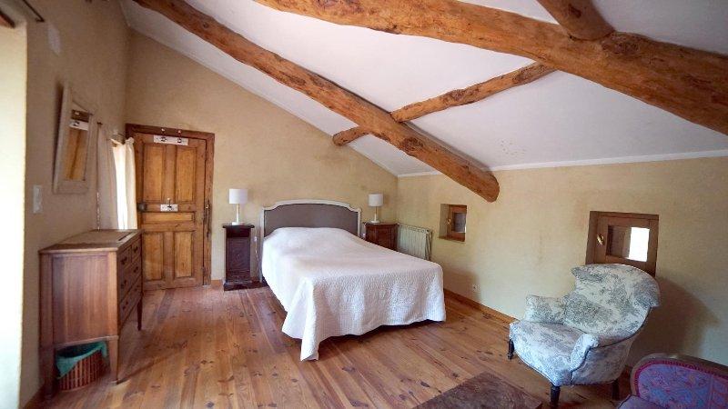 Chambre d'hôtes de charme, holiday rental in Saint-Marcel-de-Careiret