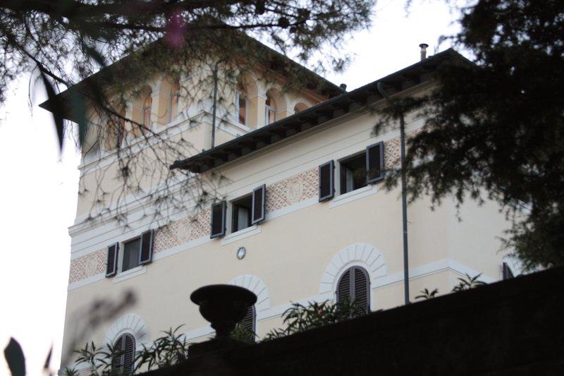 Vom Turm aus erstreckt sich der Blick für 360 ° von den Apuanischen Alpen bis zu den Bergen von Korsika